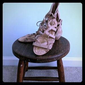 Sam Edelman size 9 tan lace wedge